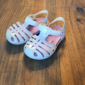 Toddler jelly crocs size 5